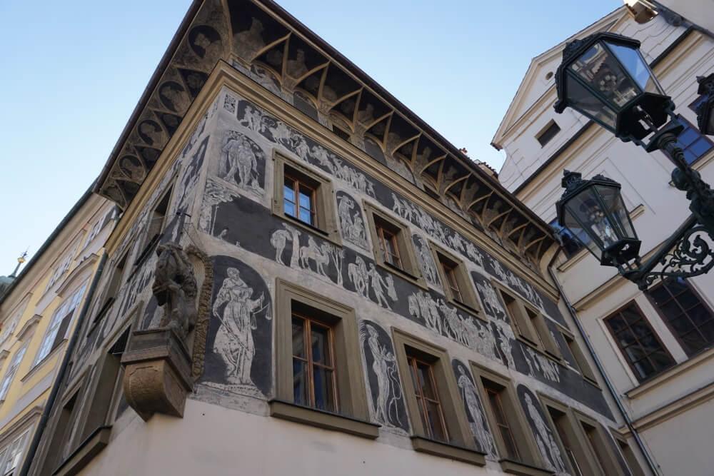 Das heutige Haus Minutá in der Prager Altstadt, in dem Familie Kafka lebte.