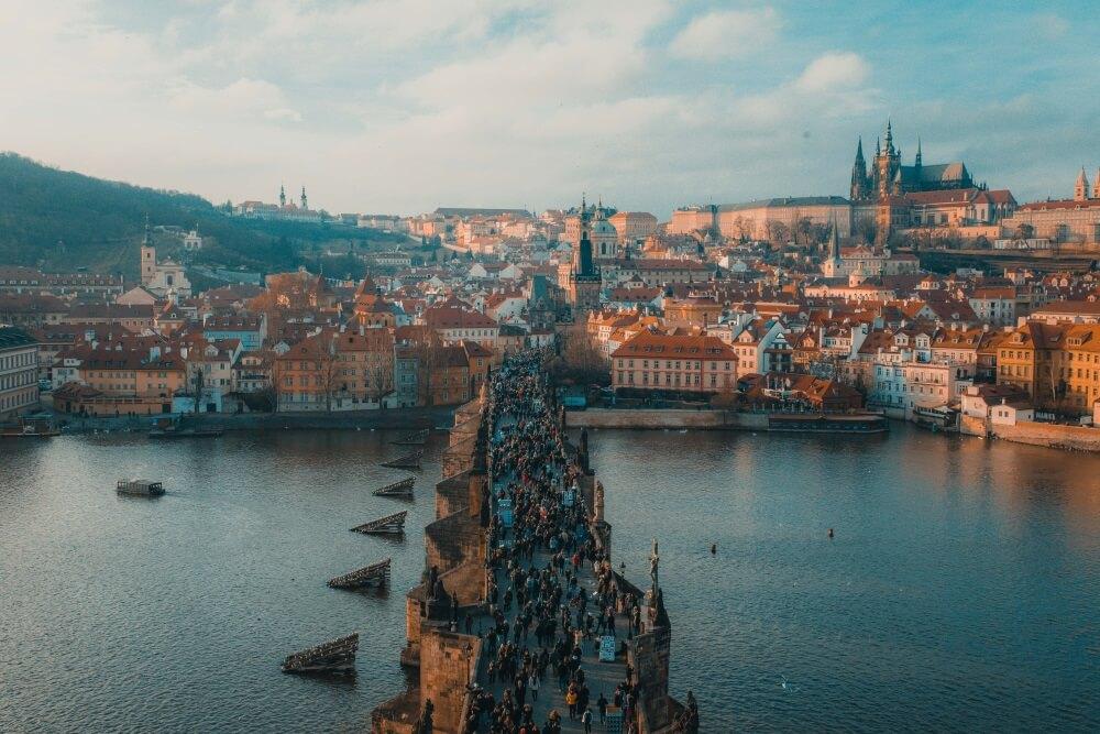 Blick auf die Prager Burger und die Karlsbrücke